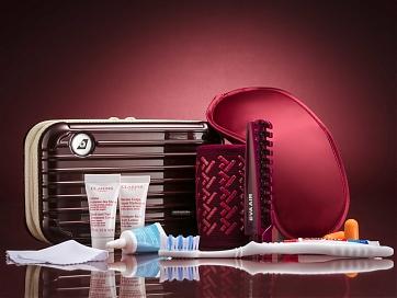 "Rimova Amenity Kit ""Carmona Red"" (c) EVA Air"